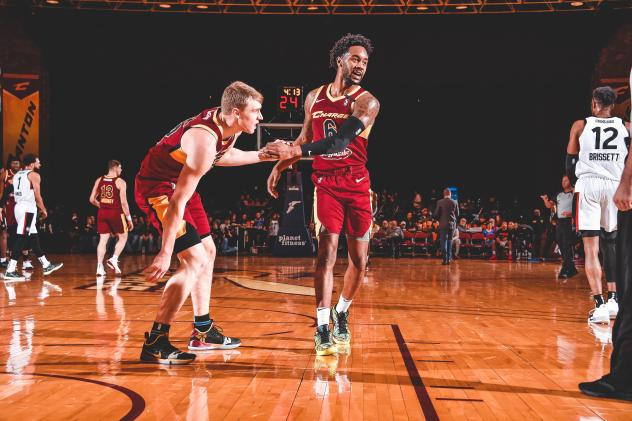 Canton Charge guards J.P. Macura and Levi Randolph vs. Raptors 905