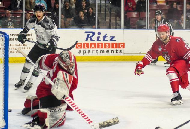 Allen Americans goaltender Jake Paterson lunges for a puck against the Utah Grizzlies
