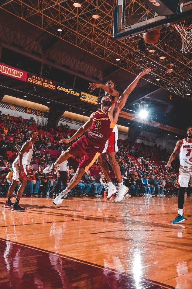 Canton Charge guard Alex Robinson against the Windy City Bulls