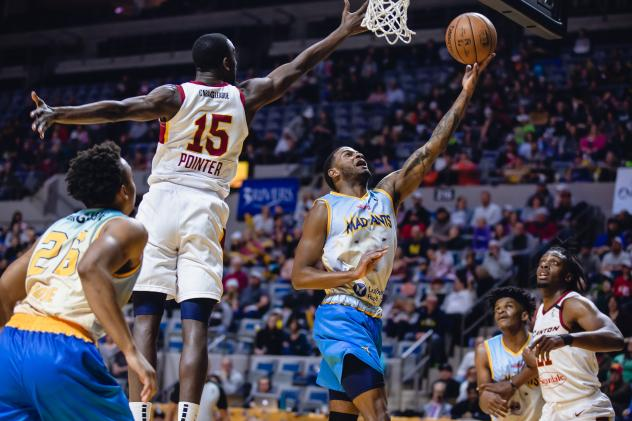 Canton Charge guard/forward Sir'Dominic Pointer defends against the Fort Wayne Mad Ants