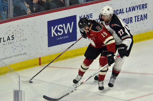 Vancouver Giants right wing Jared Dmitriw (22) vs. the Red Deer Rebels