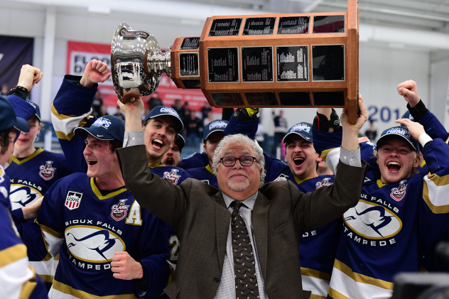 Sioux Falls Stampede Head Coach Scott Owens celebrates a Clark Cup Championship