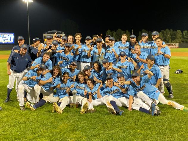 Fond du Lac Dock Spiders celebrate the 2020 Northwoods League title