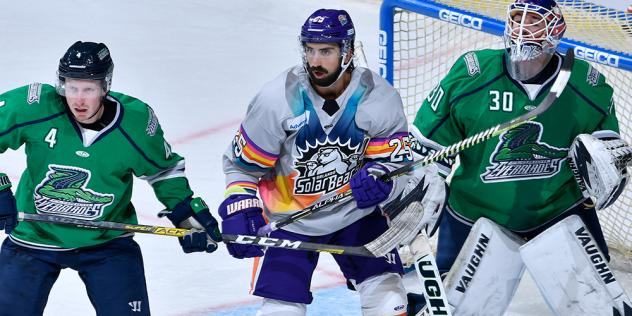 Orlando Solar Bears forward Fabrizio Ricci (center) vs. the Florida Everblades