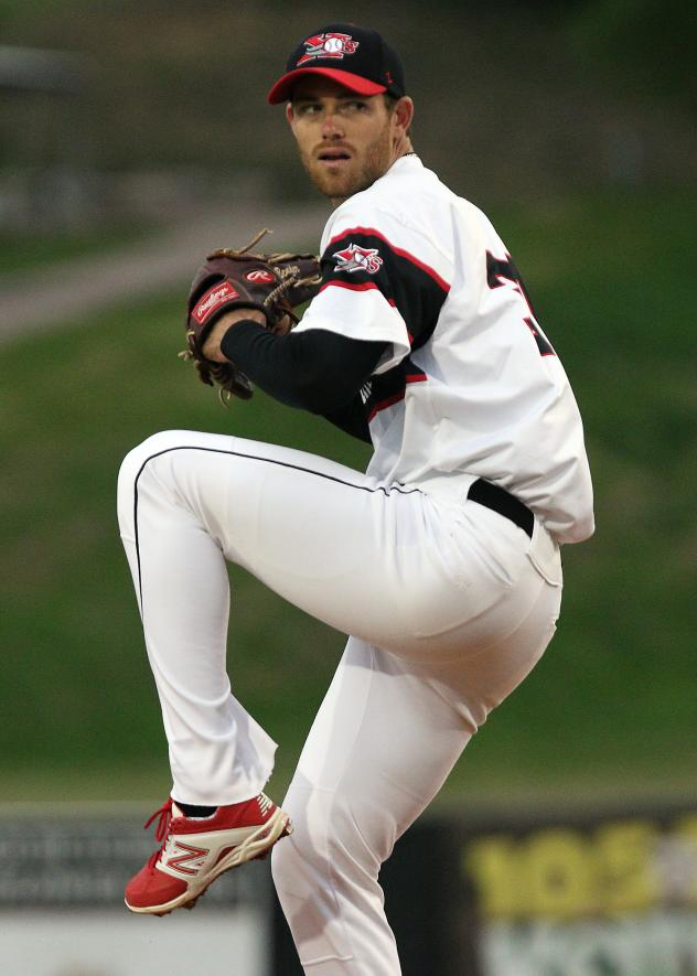 Sioux City Explorers pitcher Anthony Bender