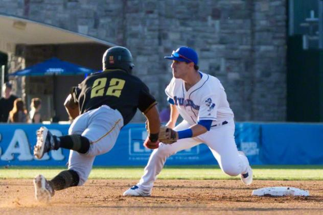 New YorkBoulders' Zach KIrtley awaits a throw to nail a sliding Martin Figueroa of the Sussex County Miners