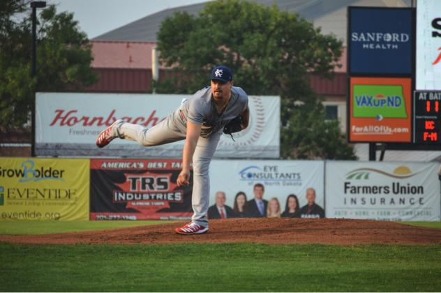 Nick Travieso of the Kansas City Monarchs delivers a pitch against the Fargo-Moorhead RedHawks