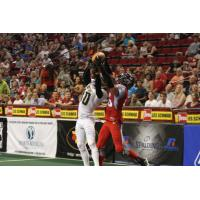 DB De'Mon Glanton Makes a Leaping Catch with the Portland Thunder