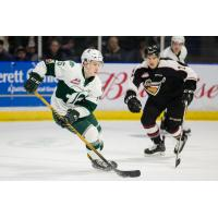 Vancouver Giants Move in on Defense against the Everett Silvertips