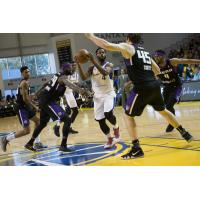 Santa Cruz Warriors Guard Jeremy Pargo drives to the hoop vs. the Reno Bighorns