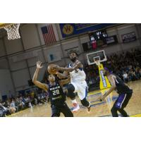 Santa Cruz Warriors Guard Jeremy Pargo eyes the basket vs. the Reno Bighorns