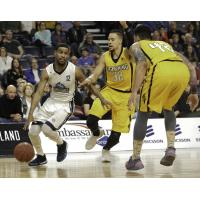 Halifax Hurricanes handle the ball vs. the London Lightning in Game 7