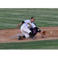A close play at second betweent the Willmar Stingers and Waterloo Bucks
