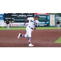 Everett AquaSox outfielder Jansiel Rivera prepares to round third