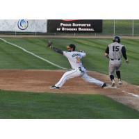 Willmar Stingers first baseman Nic Hernandez stretches to take a throw