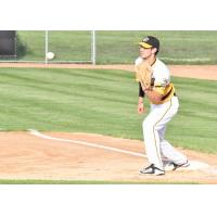 Willmar Stingers take a throw at first