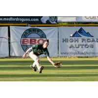 Cole Carder of the Medford Rogues about to make a shoestring catch