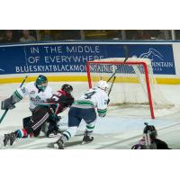 Kelowna Rockets attack the Seattle Thunderbirds net