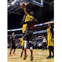 Marvin Phillips dunks for the London Lightning
