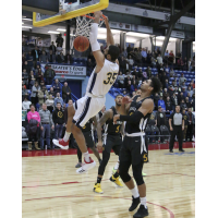 Saint John Riptide dunk on the Sudbury Five