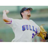 Paul Nardozzi pitching for the Newport Gulls