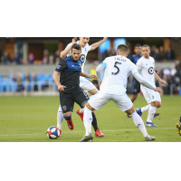 Vako of the San Jose Earthquakes dribbles through the Minnesota United FC defense