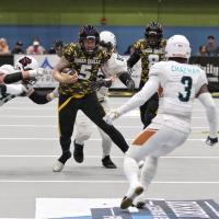 Arizona Rattlers DB Allen Chapman prepares to make a tackle against the Tucson Sugar Skulls