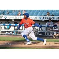 Rajai Davis led the Syracuse Mets with three hits on Monday night