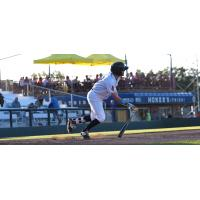 Justin Jones of the Burlington Bees heads to first