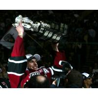 Milan Lucic of the Vancouver Giants lifts the the 2007 Memorial Cup